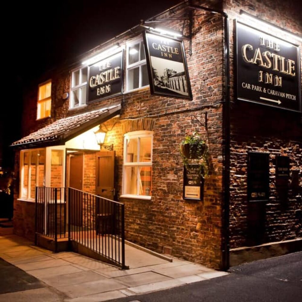 The outside of The Castle Inn in Cawood at nighttime